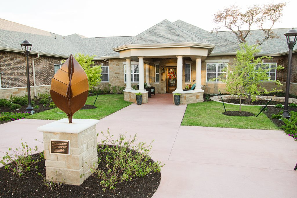 autumn-leaves-senior-living-exterior